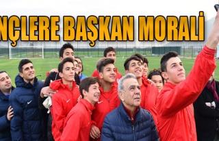 Kocaoğlu Genç Futbolcularla Bir Arada