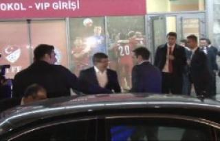 Davutoğlu, Çipras'ı Stat Önünde Karşıladı