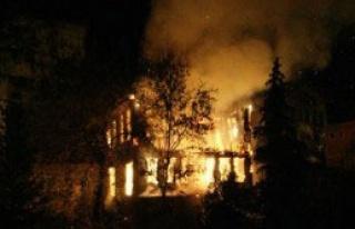 Ordu'da 3 Katlı Bina Yandı