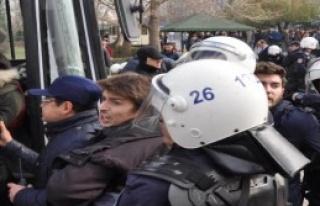 12 Öğrenci Gözaltına Alındı