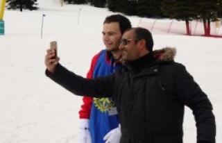 Uludağ'da Kayak Öğreniyor