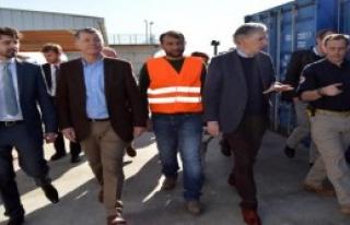 Hammond Suriyeli Sığınmacılarla Görüştü