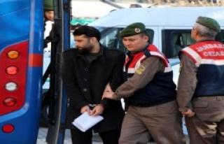 IŞİD'i Övmekten Yargılanan 3 Sanığa Tahliye