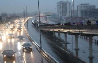 istanbul'da Sağanak Yağmur Etkili Oluyor