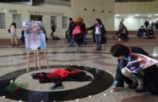 İzmir'de Avukatlardan Bir Saatlik Sessiz Oturma Eylemi