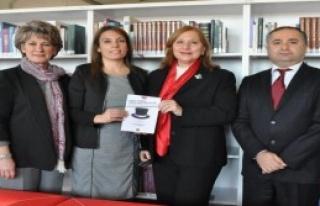 İzmir'in Kadın Siyasetçileri Bu Kitapta Toplandı