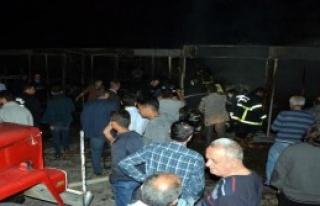 Karabük'te, Garajda Park Halindeki 2 Otomobil Yandı