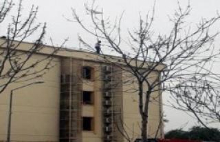 Kaymakamlık binasında intihar girişimi