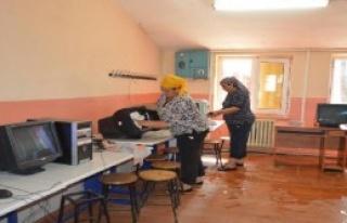 Kiraz'da Belediyeden Okullara Temizlik Desteği