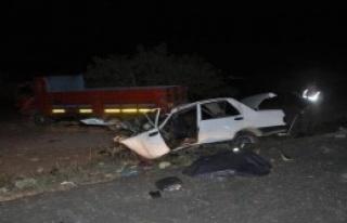 Nizip'te Kamyon İle Otomobil Çarpıştı: 2 Ölü,...