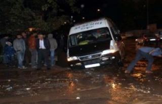 Suşehri'nde Yağmur Yaşamı Etkiledi