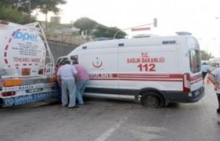 Tankerle Çarpışan Ambulanstaki 3 Sağlık Görevlisi...