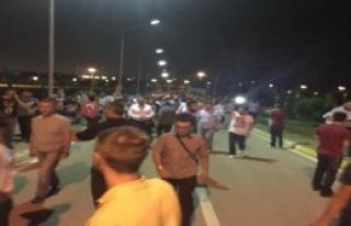 Toplanan Grup Valilik Basan Askerleri Dışarı Çıkardı