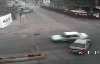 Trafik Kazalarını Mobese Kameraları Kaydetti