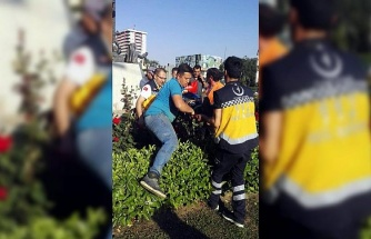 İşçinin iki kolu birden kırıldı