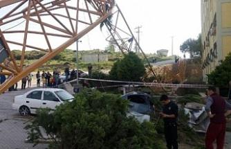 İzmir'de faciadan dönüldü: 30 saniye  önce devrilseydi...